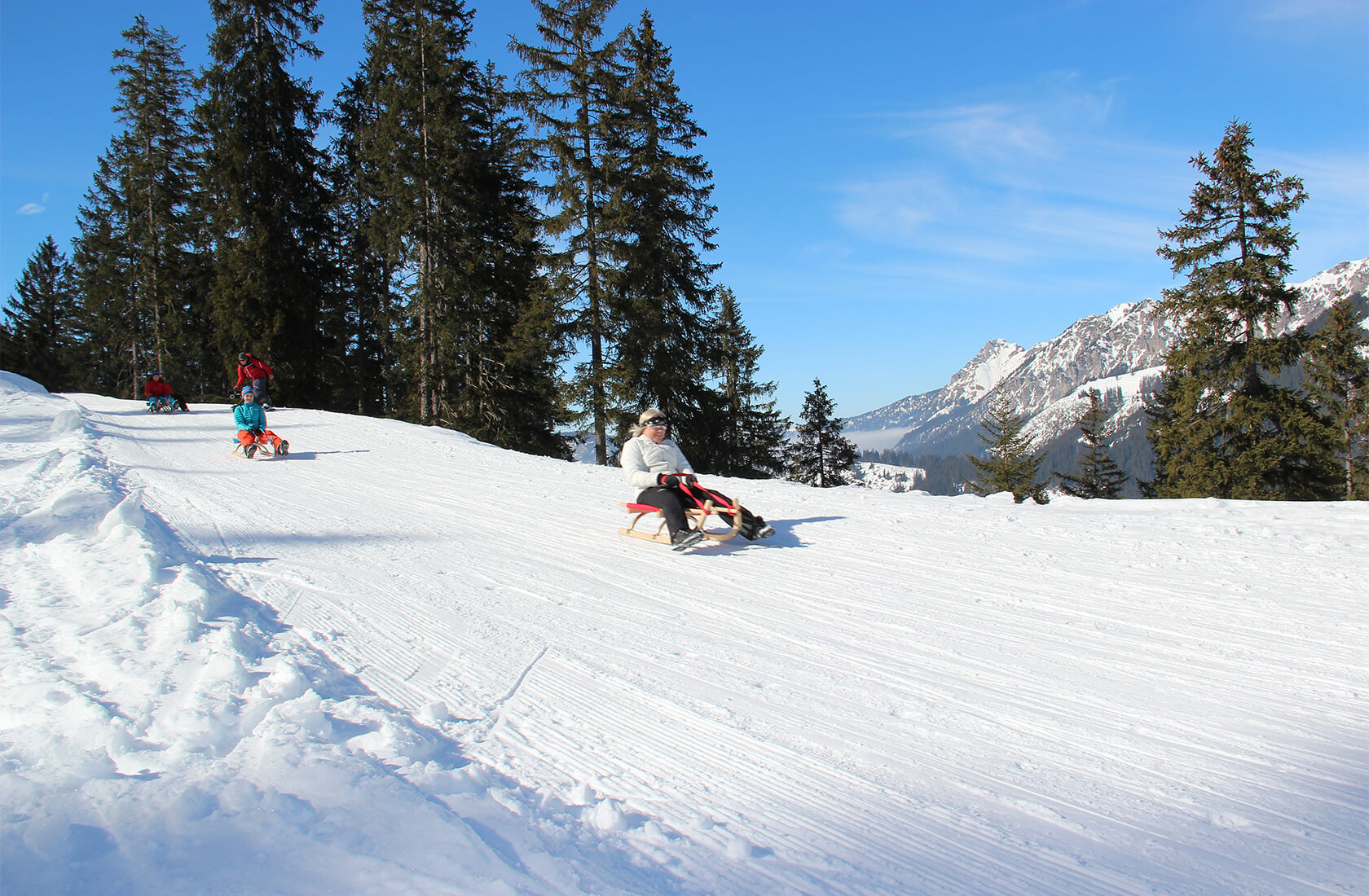 Rodeln & Schlitten fahren im Winterurlaub am Haldensee im Tannheimer Tal