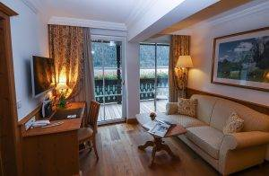 Wohnraum mit Kachelofen - Suite Aurora