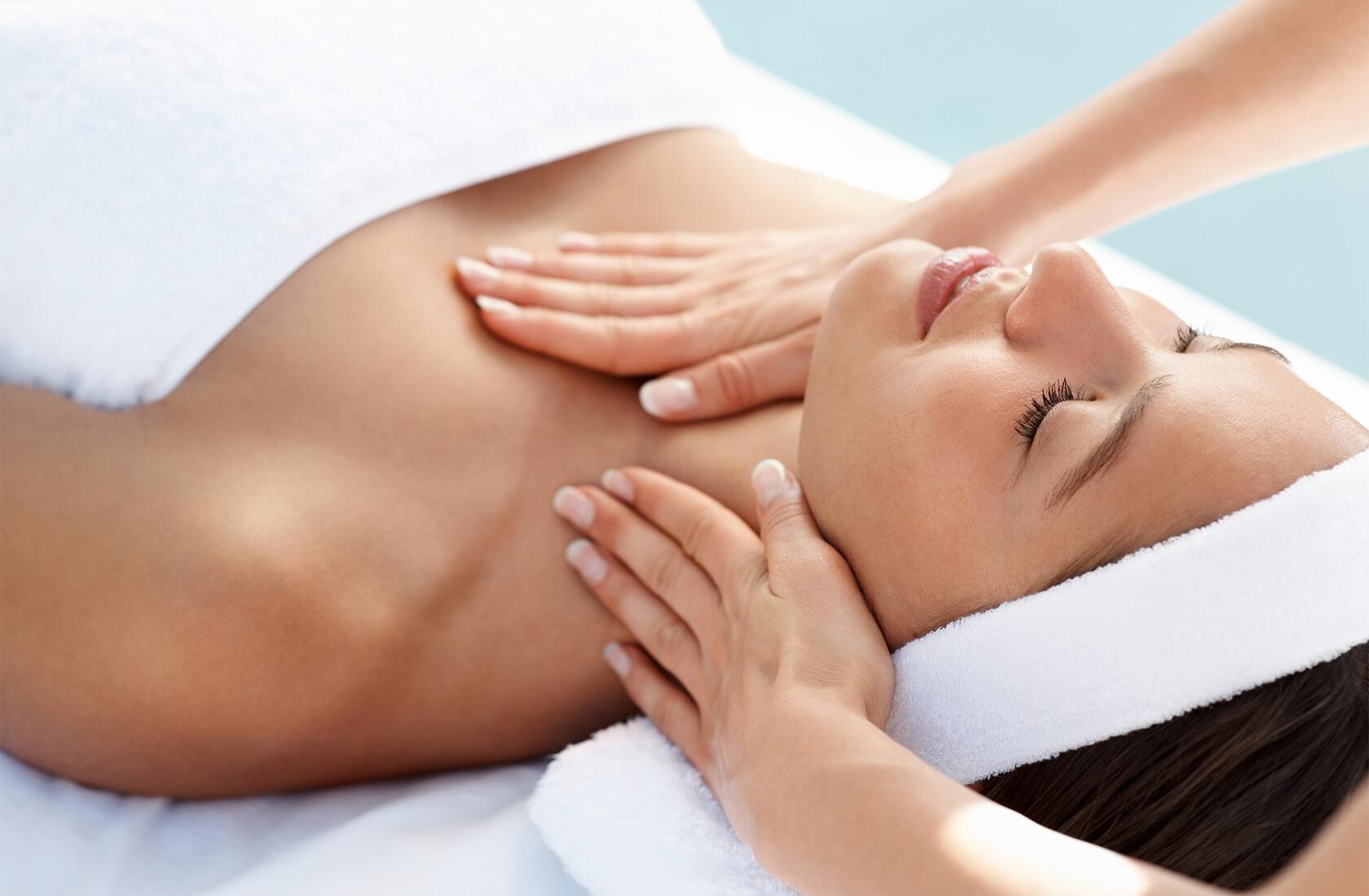 Massagen, Peelings und Verwöhnrituale von unserem Wellnessteam - Hotel Via Salina SPA