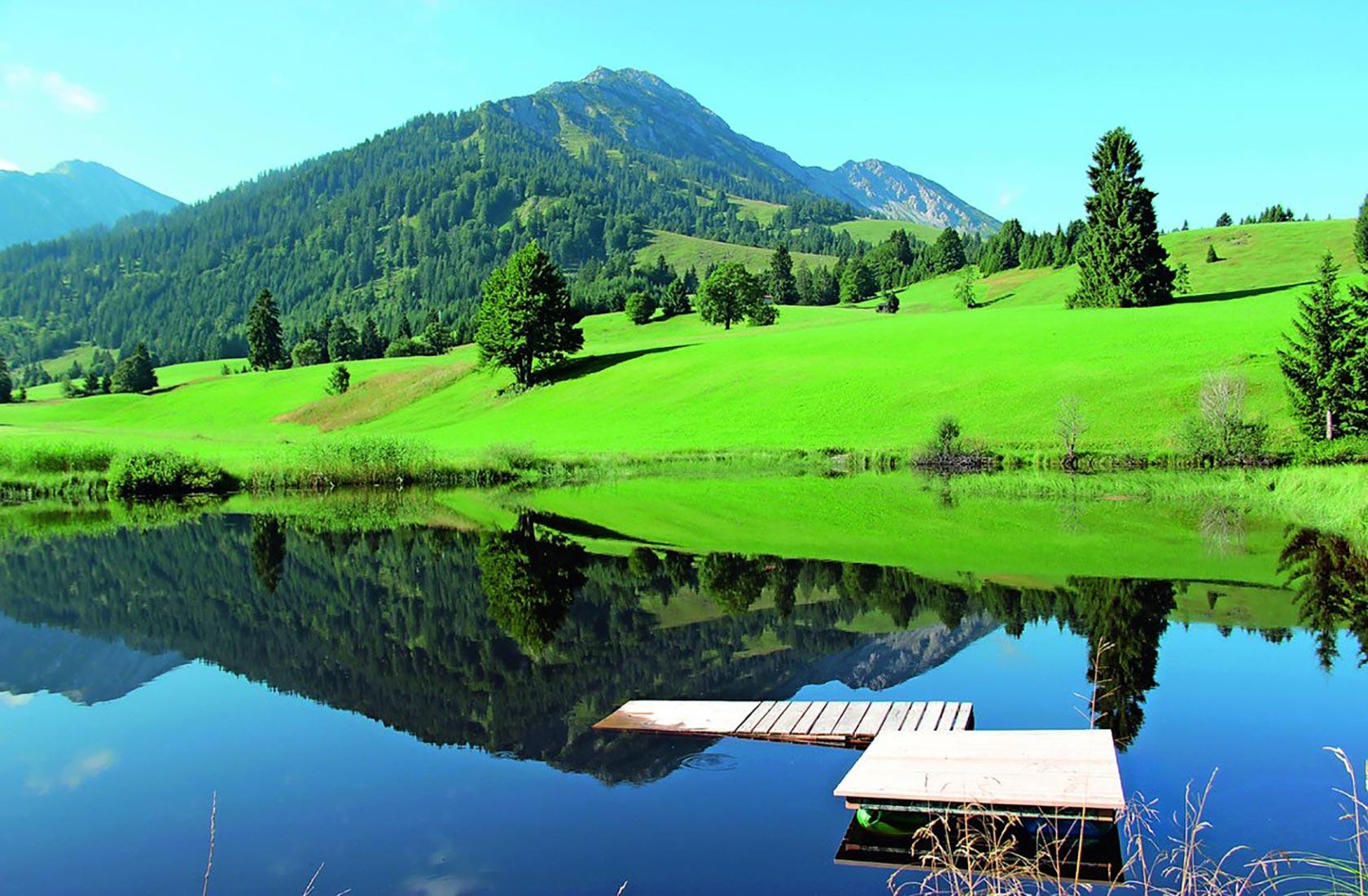 Urlaub am See mit Wassersport und Bootsverleih am Haldensee in Tirol