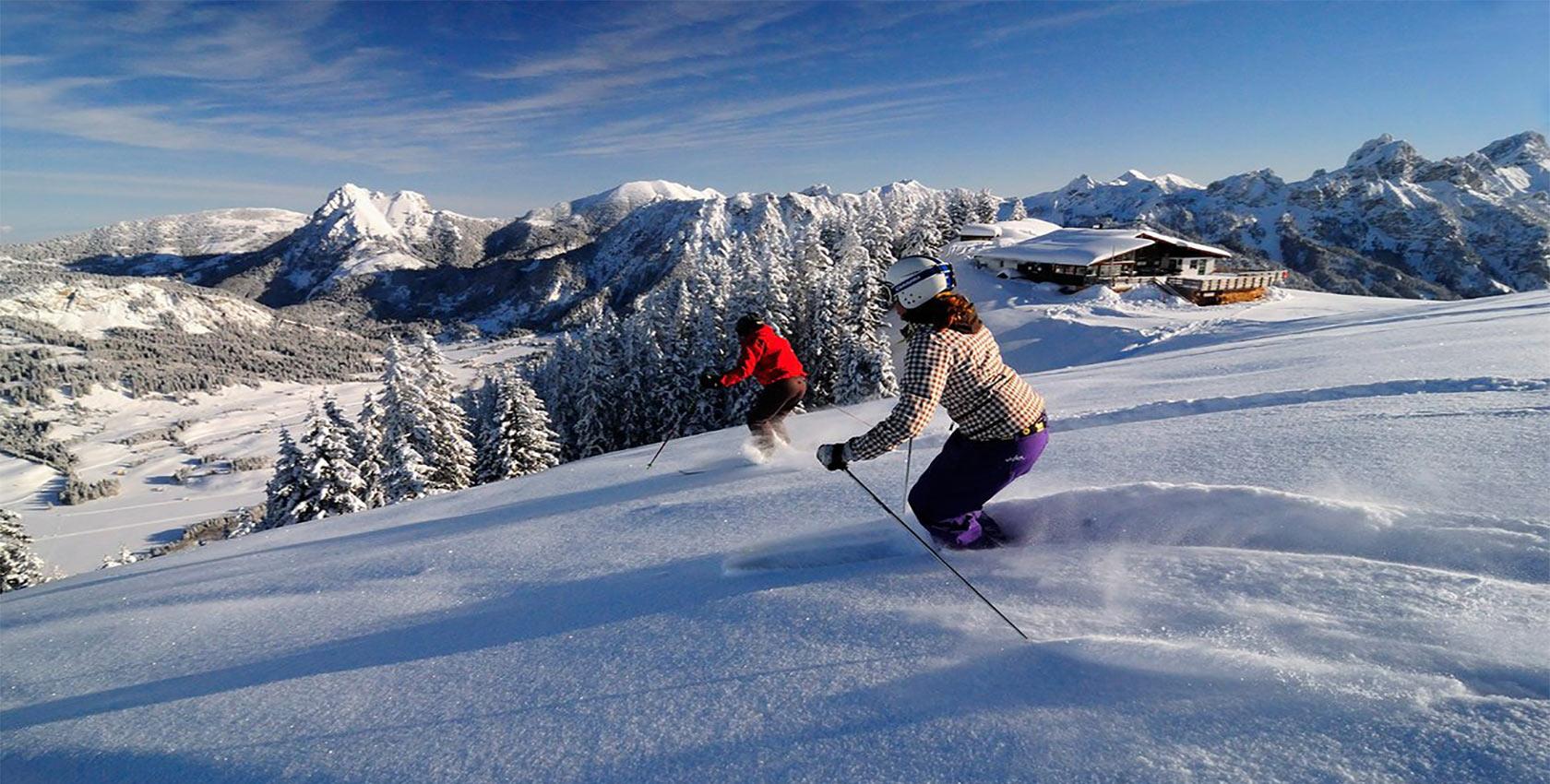 Skifahren und Snowboardfahren in Tirol beim Skiurlaub