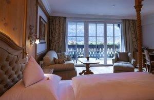Wohnzimmer mit Berg- und Seepanorama - Seeblickzimmer Lago Deluxe