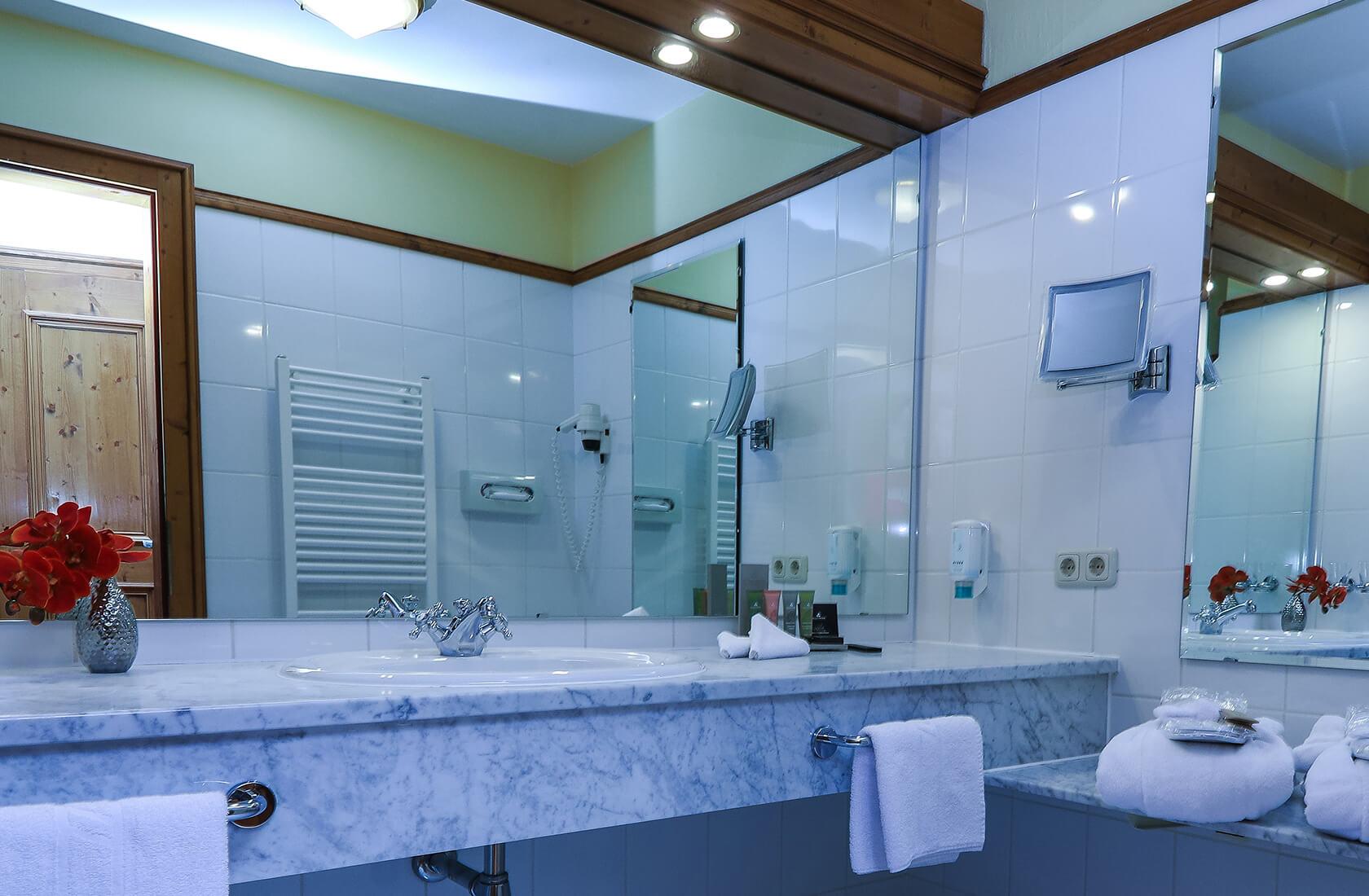 Getrenntes Bad und WC - Seeblickzimmer Lago