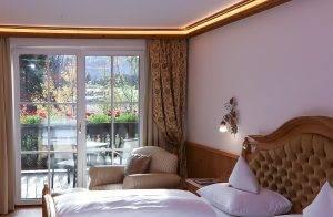 Balkon mit Blick auf Landschaft - Standardzimmer Alpina