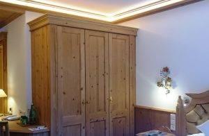 Maßgeschneiderte Möbel und freundliche Ausstattung - Standardzimmer Luna