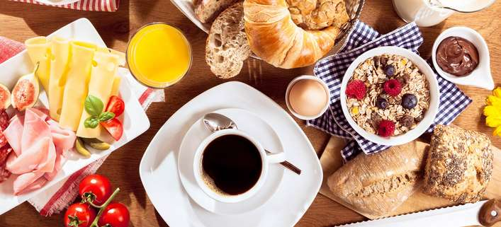 Sonntagsfrühstück am See